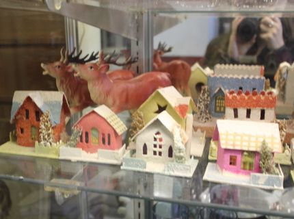 Collectible Set of Houses at Shipshewana Auction