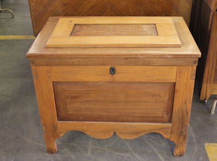 Shipshewana Auction-Antique-Wood Furniture