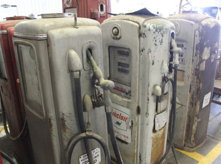 Shipshewana Auction-Antiuque-old gas pumps