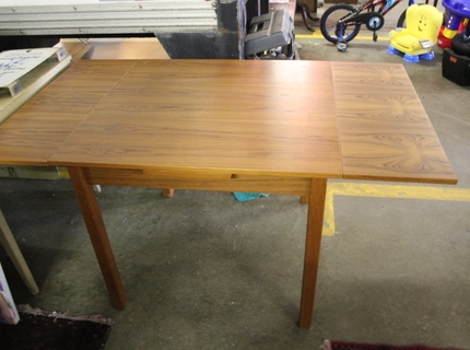 Shipshewana Auction-Antique-table