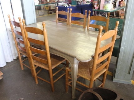 Shipshewana Auction-Antique-Table & Chairs