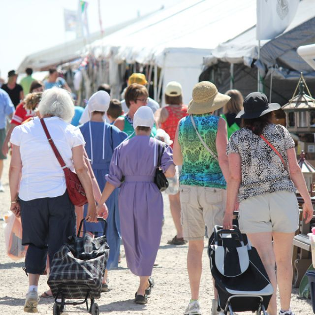 Crowds and Amish walking the aisle at Shipshewana Flea Market