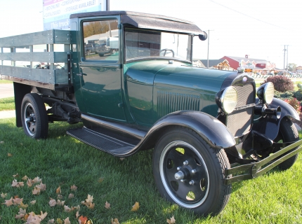 Vintage Ford Truck Shipshewana Auction Antique Specialty Sale Catalogued Auction in Shipshewana Indiana