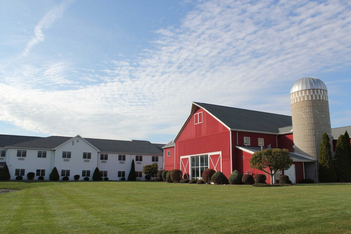 Farmstead Inn & Conference Center Red Barn hotel in Shipshewana