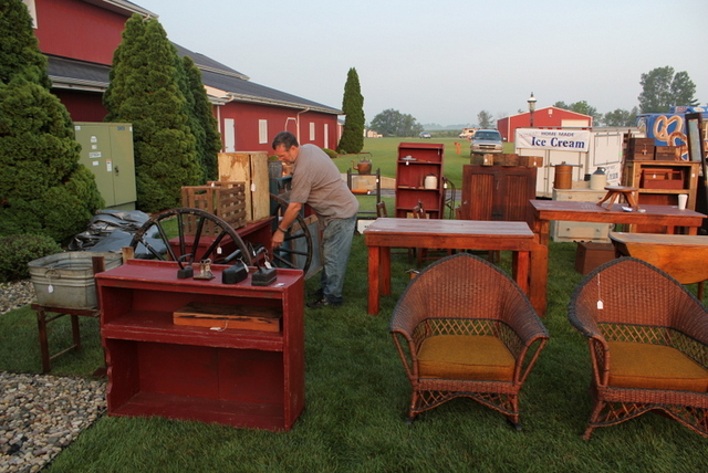 Antique Market At Shipshewana Flea Market · Shipshewana Antique Market,  Shipshewna Outdoor Sales ...