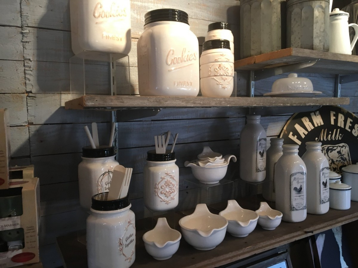 7 Home Decor Trends You'll See Flea Market Vendors Selling this Year
