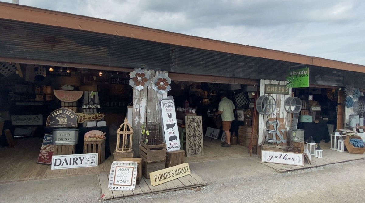 Home Décor for All Styles in Shipshewana Flea Market Booth Bloom N' Things
